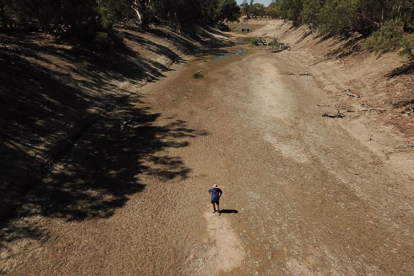 The dry river bed of Darling River in New South Wales, Australia